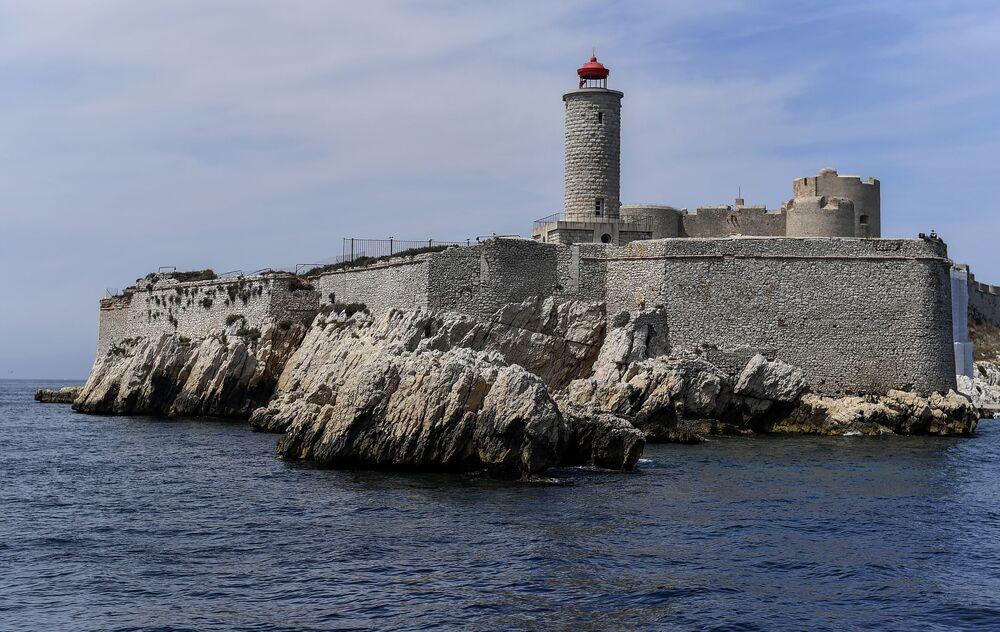 منظر لقلعة إيف في فرنسا