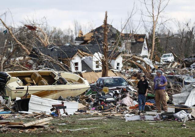 منزل دمره الإعصار في ولاية تينيسي