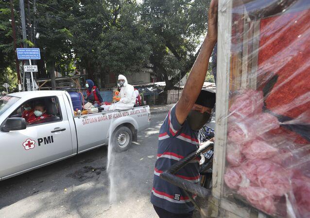 التعقيم و التطهير في إطار الإجراءات الوقائية في إندونيسا أبريل 2020
