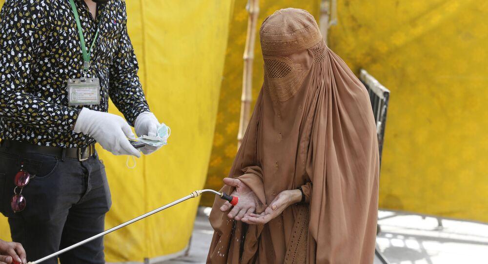 التعقيم و التطهير في إطار الإجراءات الوقائية ضد كورونا في باكستان، أبريل 2020