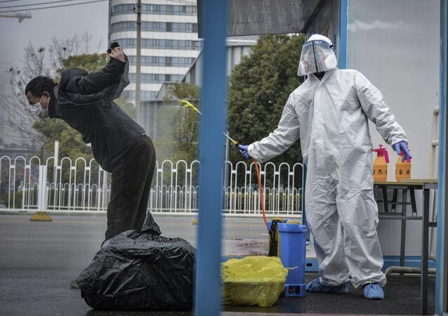 التعقيم و التطهير في إطار الإجراءات الوقائية ضد كورونا في الصين، أبريل 2020