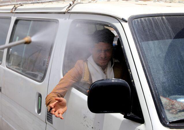 التعقيم و التطهير في إطار الإجراءات الوقائية ضد كورونا في اليمن، أبريل 2020
