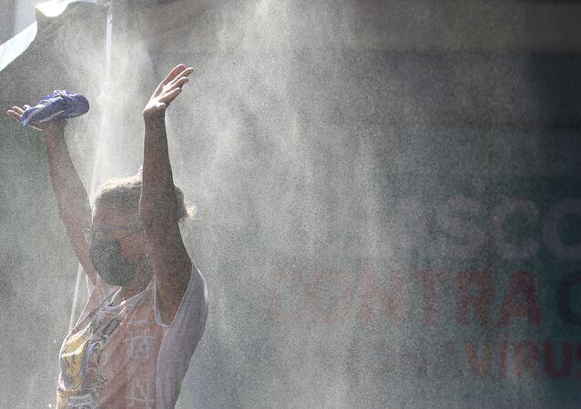 التعقيم و التطهير في إطار الإجراءات الوقائية ضد كورونا في البرازيل، أبريل 2020