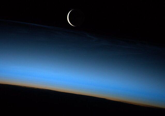 صورة هلال القمر لرائد فضاء ناسا