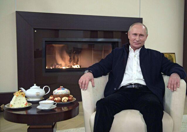 الرئيس الروسي فلاديمير بوتين يهنئ الروس بعيد الفصح