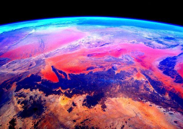 صورة لكوكب الأرض التقطها رائد الفضاء الأمريكي سكوت كيلي من محطة الفضاء الدولية