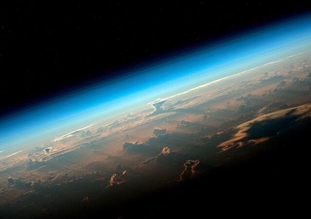 صورة للأرض من محطة الفضاء الدولية التي التقطها رائد الفضاء من وكالة روسكوسموس الروسي أوليغ أرتيمييف