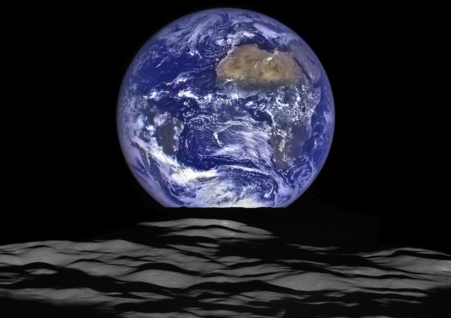 في الآونة الأخيرة، التقطت مركبة الاستطلاع القمرية (LRO) التابعة لوكالة ناسا صورة فريدة من نوعها لكرة الأرض من نقطة انطلاق المركبة الفضائية في مدار القمر.