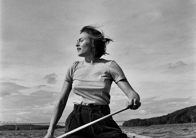صورة بعنوان عطس في الريح، للمصورة الأمريكية جيسيكا تشاب، المتأهلة للتصفيات النهائية في فئة الصور المفتوحة من مسابقة جوائز سوني العالمية للتصوير لعام 2020
