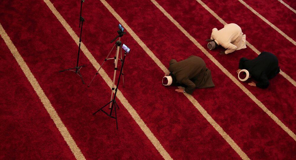 شيوخ مساجد يصلون صلاة التراويح ويبثونها على الإنترنت، شهر رمضان، البرازيل 25 أبريل 2020