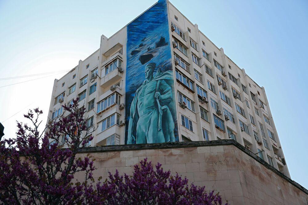 رسم غرافيتي بمناسبة الذكرى الـ75 لعيد النصر في الحرب الوطنية العظمى (1941-1945) في مدينة نوفوروسيسك