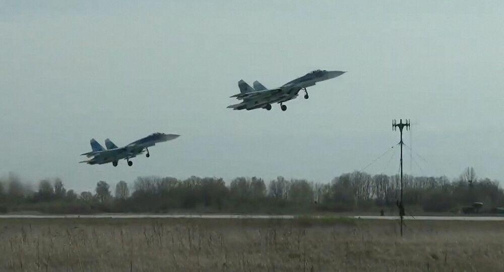 السلاح الجوي الروسي، الجيش الروسي، الطياران الروسي - مناورات سو-27 بحر البلطيق، روسيا 28 أبريل 2020