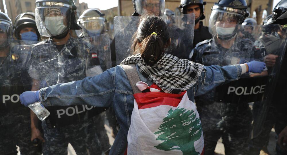 احتجاجات مناهضة للحكومة للبنانية وأعمال شغب في مدينة طرابلس، لبنان 28 أبريل 2020