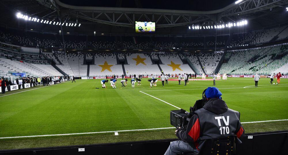 اللاعبون يتدربون في استاد أليانز الفارغ ، قبل مباراة دوري الدرجة الأولى الإيطالي لكرة القدم بين يوفنتوس وإنتر ميلان في تورينو بإيطالي
