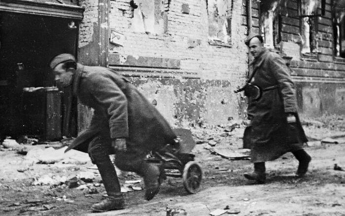 صور من أرشيف الحرب الوطنية العظمى (1941- 1945) - القوات السوفيتية في برلين. ربيع عام 1945.