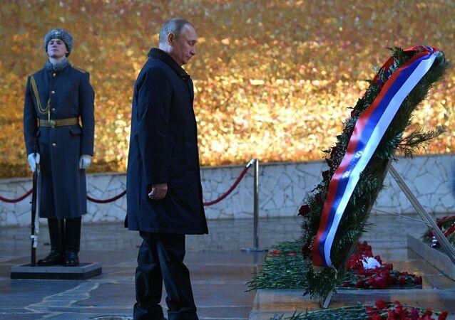 الرئيس الروسي فلاديمير بوتين عند ضريح الجندي المجهول
