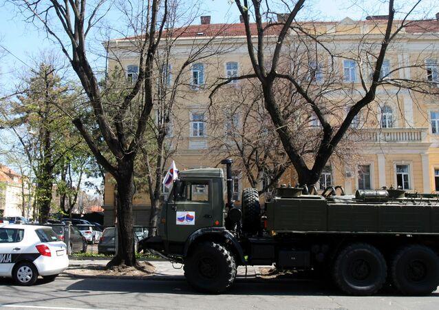 الجيش الروسي خلال عملية تعقيم مدينة بلغراد في صربيا ضد كورونا