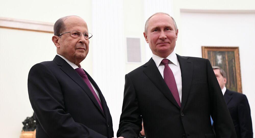 الرئيس اللبناني ميشال عون خلال لقائه الرئيس الروسي فلاديمير بوتين في موسكو