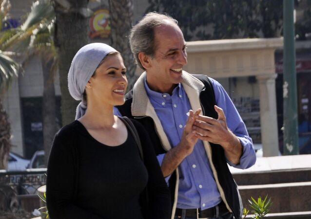 الممثل المصري هشام سليم مع الممثلة المصرية بسمة في كواليس تصوير مسلسل أهل إسكندرية