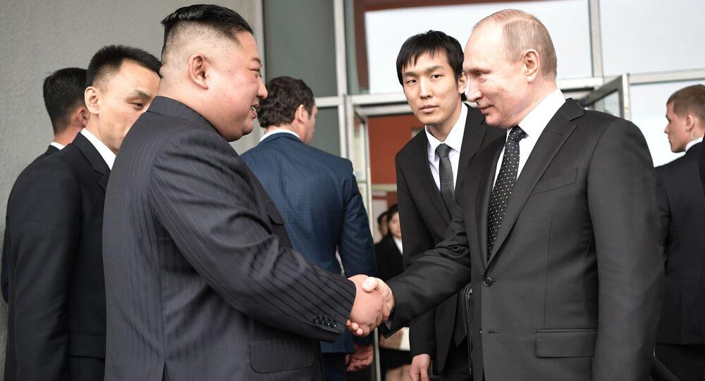 صورة من الأرشيف - الرئيس فلاديمير بوتين يلتقي مع زعيم كوريا الشمالية كيم جونغ أون، فلاديفوستوك 25 أبريل 2019