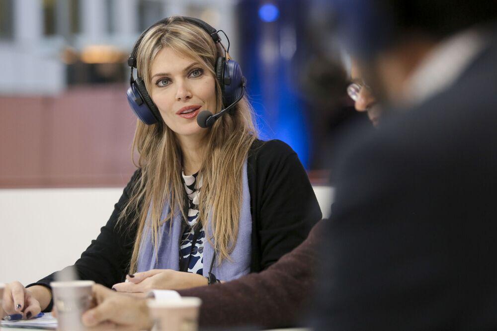 يفا كايلي، المتحدثة الرسمية باسم الحركة الاشتراكية اليونانية