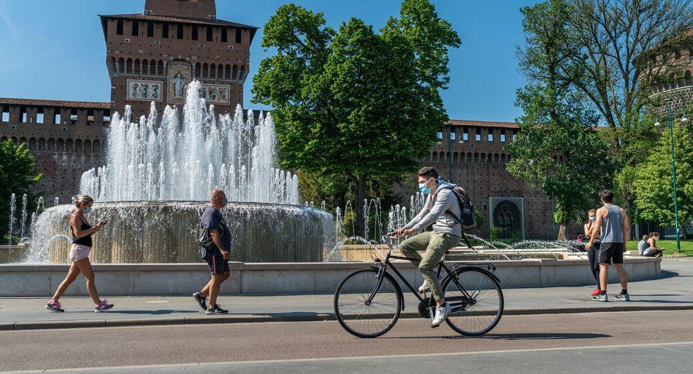 تخفيف قيود الحجر الصحي بسبب الفيروس كورونا في ميلانو، إيطاليا 4 مايو 2020