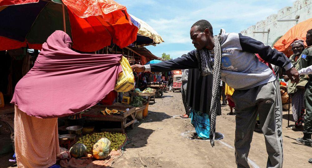 التباعد الاجتماعي بسبب انتشار الفيروس كورونا - مقديشو، الصومال أبريل 2020