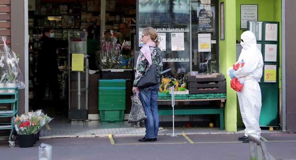التباعد الاجتماعي بسبب انتشار الفيروس كورونا - نيس، فرنسا أبريل 2020