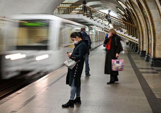 محطات مترو خلال العزل الذاتي في موسكو - نوفوسلوبودسكايا، جائحة كورونا 23 أبريل 2020