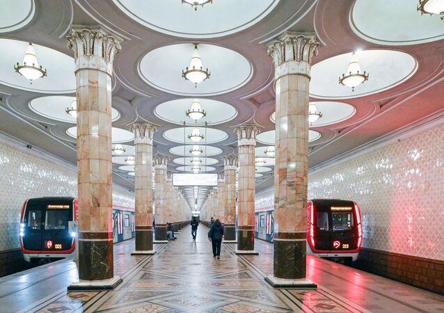 محطات مترو خلال العزل الذاتي في موسكو -  كييفسكايا، جائحة كورونا 23 أبريل 2020