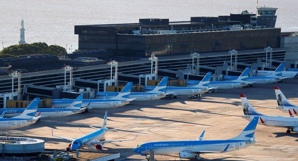 طائرات متوقفة في مطار مطار خورخي نيوبري الأرجنتيني بعد انتشار فيروس كورونا