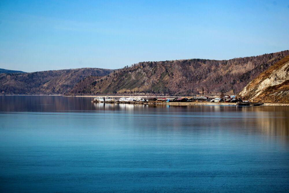 ميناء بحيرة بايكال