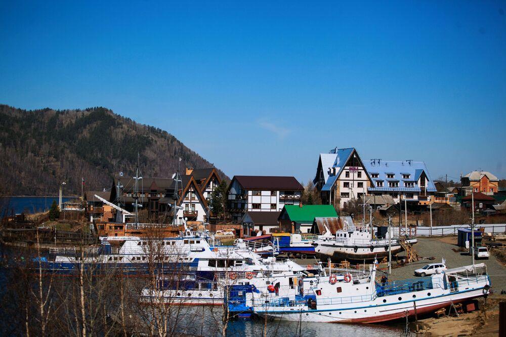 بلدة نيكولا على بحيرة بايكال
