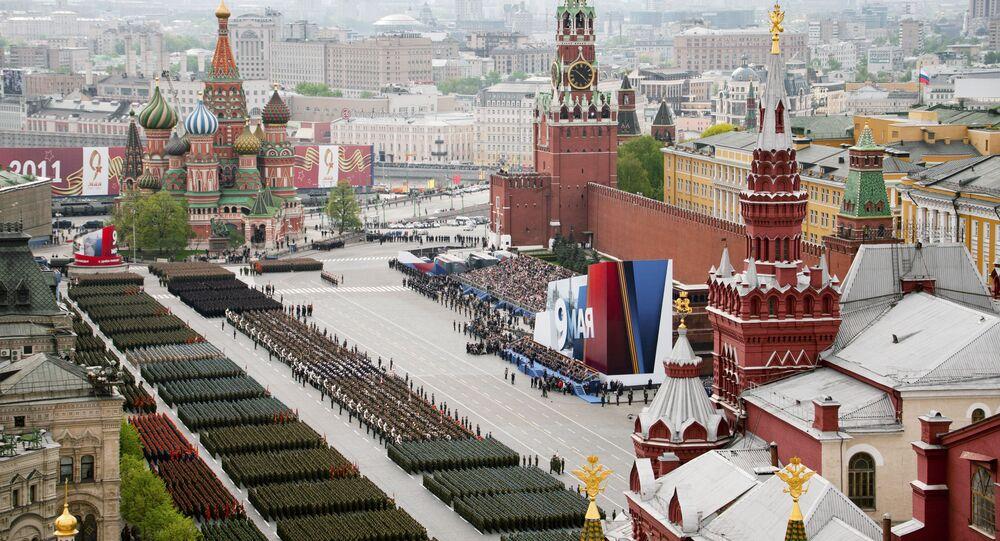 أفضل صور العرض العكسري بمناسبة عيد النصر على مدار السنين في روسيا -  العرض العسكري على الساحة الحمراء في الذكرى الـ66  لعيد النصر في الحرب الوطنية العظمى ضد ألمانيا النازية (1941-1945)