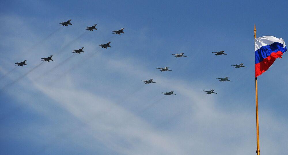 أفضل صور العرض العكسري بمناسبة عيد النصر على مدار السنين في روسيا -  مقاتلات من طراز ميغ -29 والطائرات الهجومية من طراز سو-25، في الذكرى الـ70  لعيد النصر في الحرب الوطنية العظمى ضد ألمانيا النازية (1941-1945)