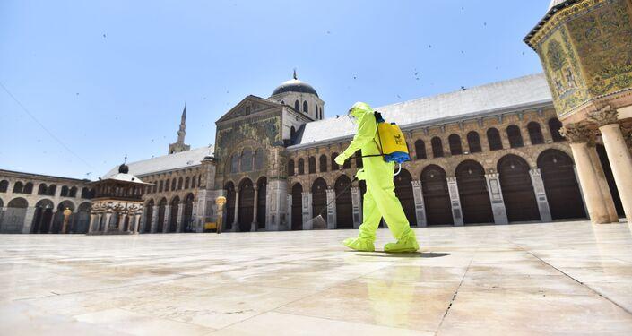 بعد إغلاقه شهرين.. أول صلاة جمعة في المسجد الأموي بدمشق