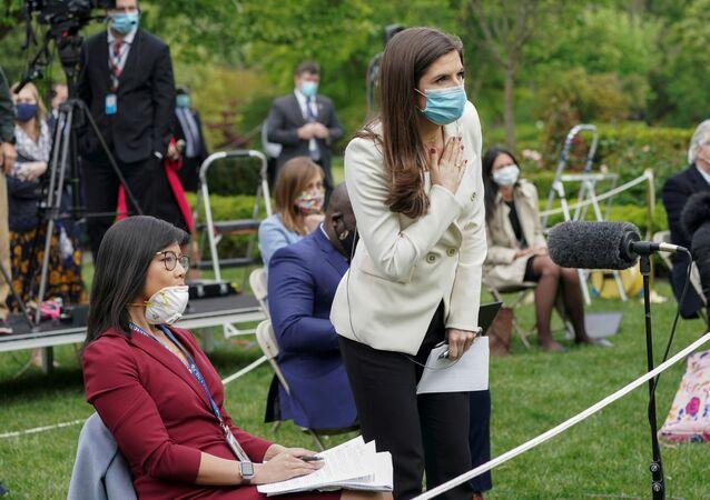 ترامب ينهي مؤتمرا صحفيا عن كورونا بعد خلاف حاد مع صحفيات 12 مايو  أيار 2020