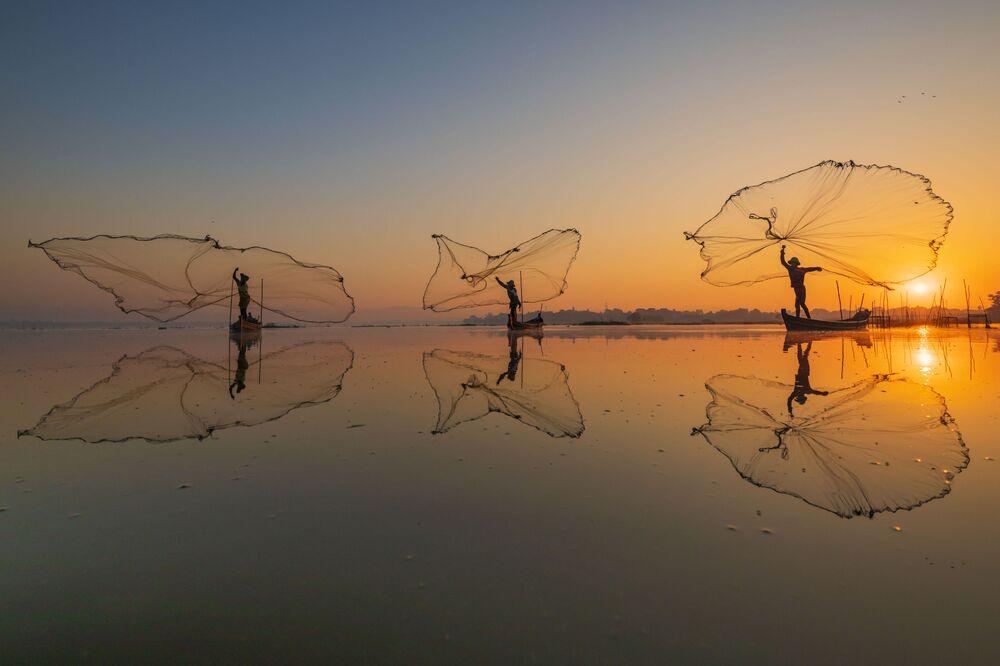الصورة بعنوان صيد الصباح، للمصور زاي يار لين من ميانمار، الفائز بالمركز الثالث في مسابقة Pink Lady® لأفضل مصور الطعام لعام 2020