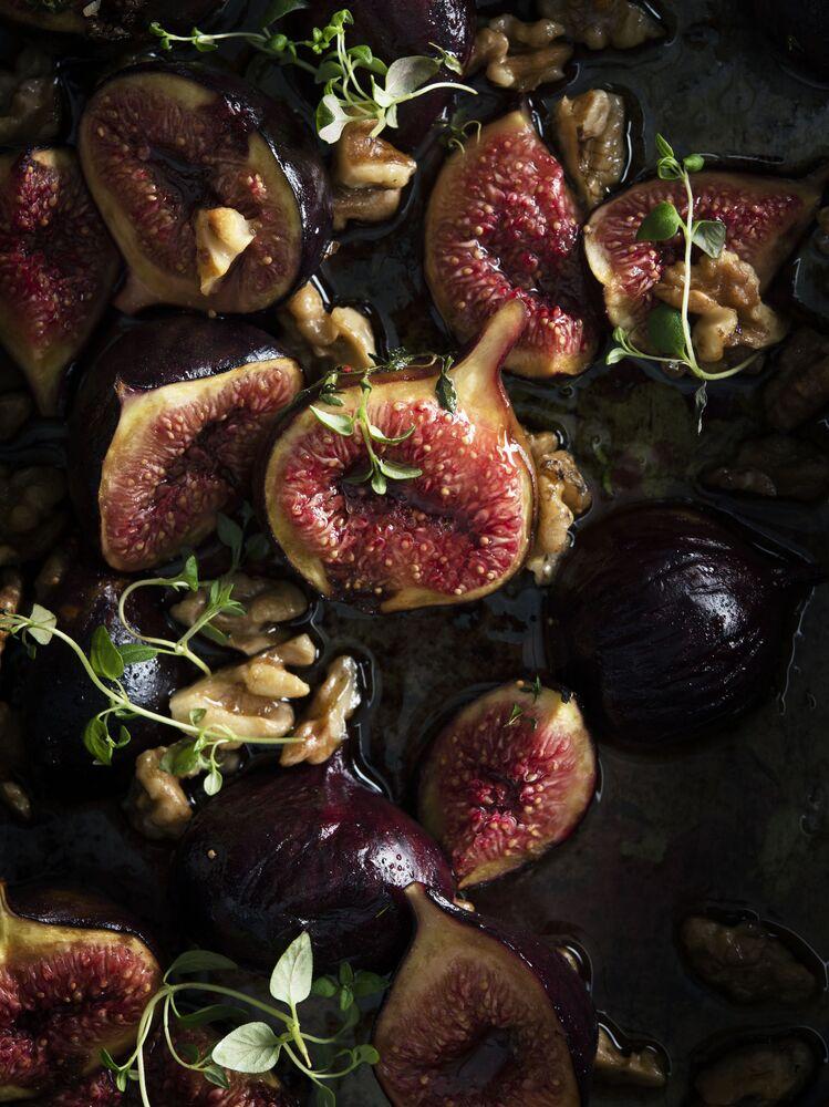 الصورة بعنوان التين المعد في الفرن، للمصور البريطاني ليام ديبوا، الفائز في فئة صورة للأغذية من ماركس أند سبنسر في مسابقة Pink Lady® لأفضل مصور الطعام لعام 2020