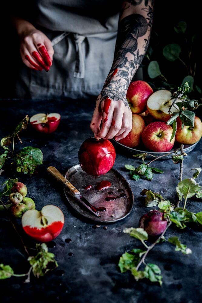 الصورة بعنوان آنسة الكراميل، للمصورة البولندية ديانا كووالتشيك، الفائز في فئة تفاحة يوميا من Pink Lady® من مسابقة Pink Lady® لأفضل مصور الطعام لعام 2020
