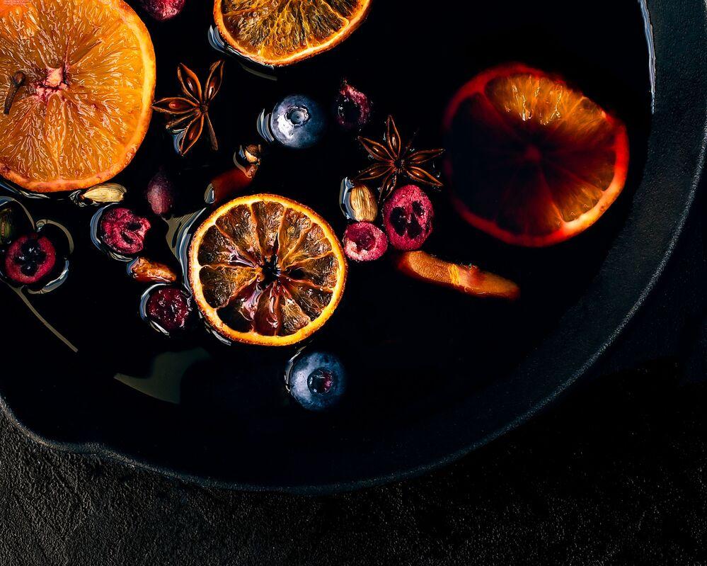 الصورة بعنوان مشروب النبيذ الساخن، للمصور البريطاني أليكس فوربيسك، الفائز في فئة شباب - 11 - 14 من مسابقة Pink Lady® لأفضل مصور الطعام لعام 2020