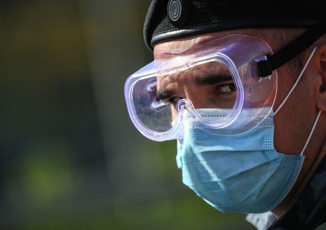الخروج من الحجر الصحي بالتدريج - إدخال النظام الإجباري لارتداء الكمامات الطبية بسبب كورونا في موسكو بدءا من 12 مايو/ أيار 2020