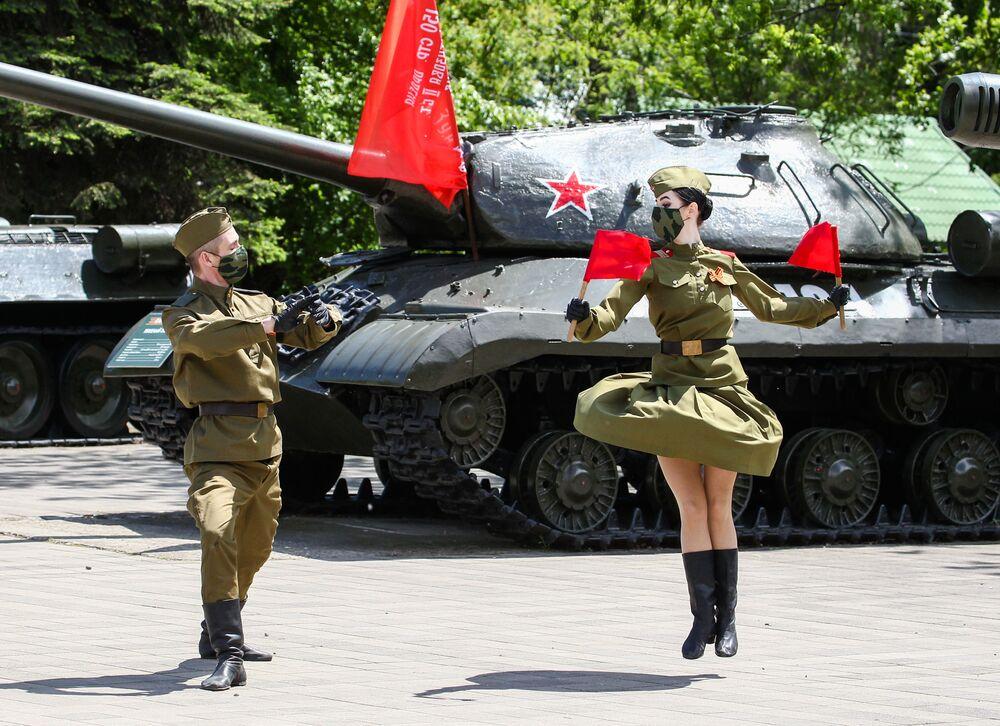 فعاليات احتفالية في مدينة كراسنودار، بمناسبة إحياء الذكرى الـ75 لعيد النصر على ألمانيا النازية في الحرب الوطنية العظمى (1941-1945)