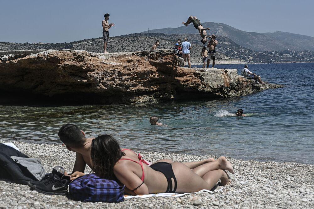 ضواحي جنوب أثينا تستعد لإعادة فتح الشواطئ أمام المواطنين في اليونان يوم 11 مايو / أيار 2020