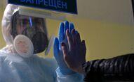 موظفة طبية في مستشفى للمرضى المصابين بعدوى فيروس كورونا في قاعدة مستشفى تفير السريري، روسيا 11 مايو/ أيار 2020.