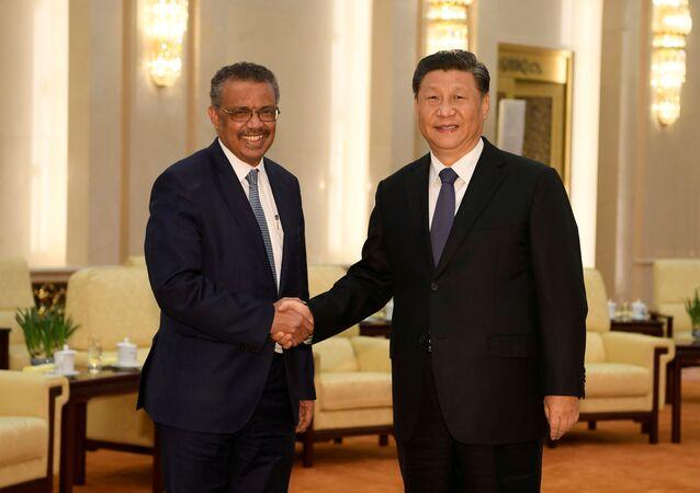 المدير العام لمنظمة الصحة العالمية تيدروس أدهانوم والرئيس الصيني شي جين بينغ