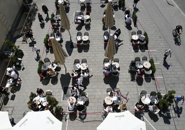 افتتاح المطاعم مع الحفاظ على قاعدة التباعد الاجتماعي منعا للإصابة بفيروس كورونا - ميونخ، ألمانيا 18 مايو 2020