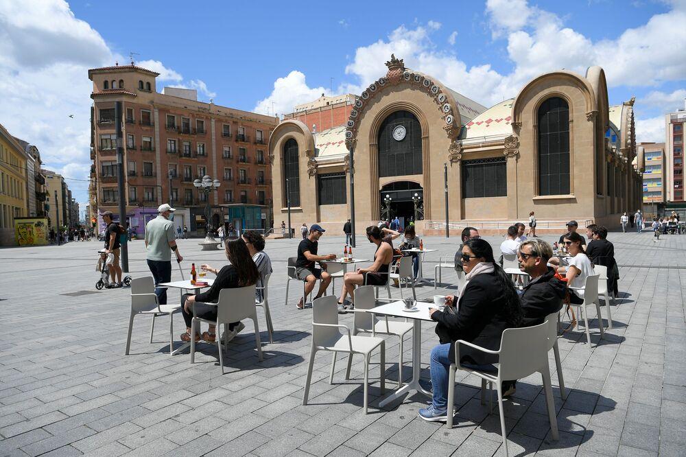 افتتاح المطاعم مع الحفاظ على قاعدة التباعد الاجتماعي منعا للإصابة بفيروس كورونا - تاراجونا، إسبانيا 11 مايو 2020