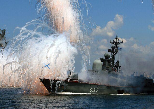 بروفة العرض العسكري البحري في فلاديفوستوك الروسية، في القاعدة الرئيسية لأسطول المحيط الهادئ