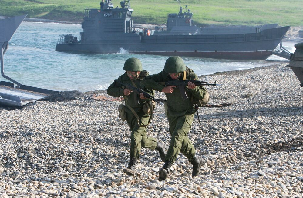 عملية إتزال لبحرية أسطول المحيط الهادئ في خليج كليرك في فلاديفوستوك، أقصى جنوب شرف روسيا كجزء من المناورات الاستراتيجية الشرق - 2010